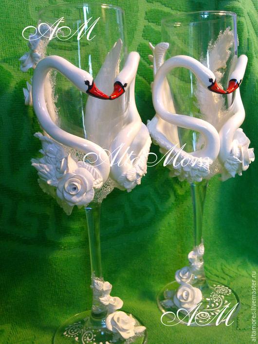 """Свадебные аксессуары ручной работы. Ярмарка Мастеров - ручная работа. Купить Бокалы """" Их величество лебеди """". Handmade."""