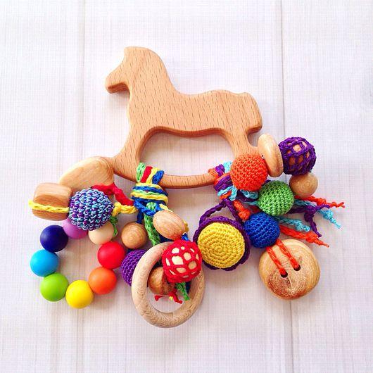 Развивающие игрушки ручной работы. Ярмарка Мастеров - ручная работа. Купить Буковый грызунок Лошадка с подвесками из разных бусин (2). Handmade.
