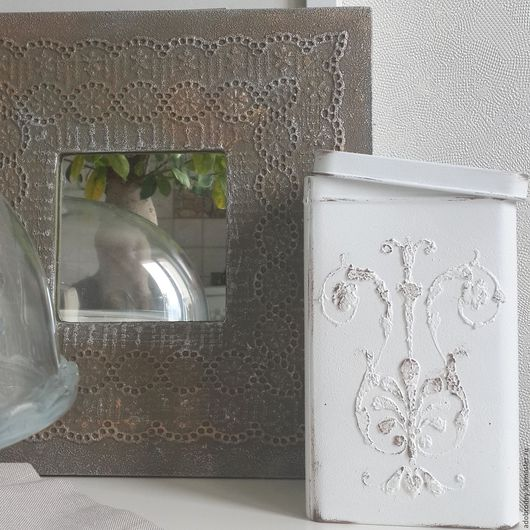 Объемный декор на пластиковой рамочке с зеркалом и на металлической баночке. Возможно изготовление декора под Ваш интерьер.