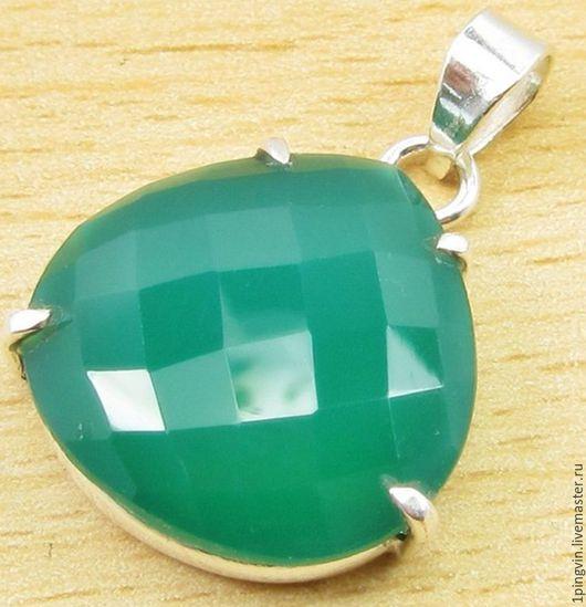 Маленький серебряный кулон из зеленого оникса