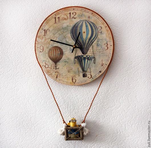 """Часы для дома ручной работы. Ярмарка Мастеров - ручная работа. Купить Часы настенные  """"Путешественники на шаре"""". Handmade."""