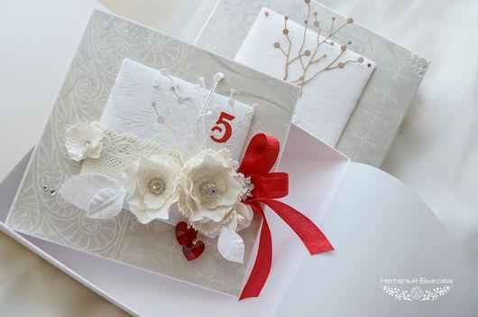 Открытки к юбилею ручной работы. Ярмарка Мастеров - ручная работа. Купить открытка в коробочке с белыми цветами на годовщину свадьбы. Handmade.