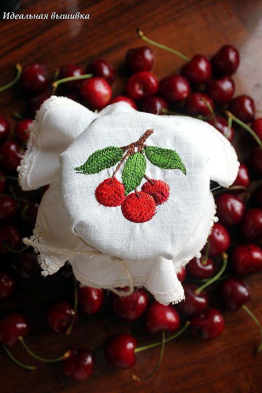 """Кухня ручной работы. Ярмарка Мастеров - ручная работа. Купить Крышечка льняная """"Сочные вишни"""". Handmade. Крышка для банки, вишня"""