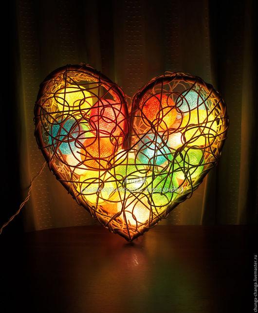 """Освещение ручной работы. Ярмарка Мастеров - ручная работа. Купить Настенный светильник из ротанга """"Сердечко"""". Handmade. Комбинированный, светящиеся фонарики"""