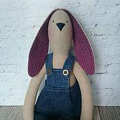 Куклы и игрушки ручной работы. Ярмарка Мастеров - ручная работа Интерьерная текстильная игрушка Тильда Зайка в джинсах. Handmade.