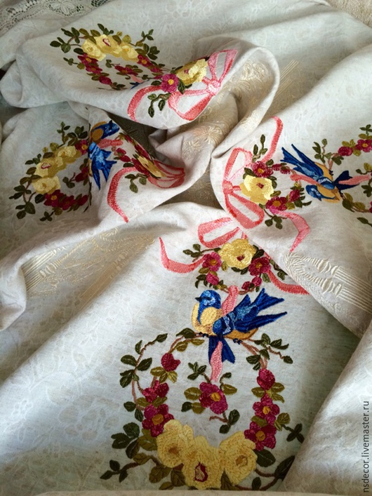 """Текстиль, ковры ручной работы. Ярмарка Мастеров - ручная работа. Купить Льняная чайная скатерть в винтажном стиле """" Синички в розовом саду"""". Handmade."""
