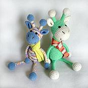 Мягкие игрушки ручной работы. Ярмарка Мастеров - ручная работа Жираф вязаный в шарфике Игрушка жираф. Handmade.