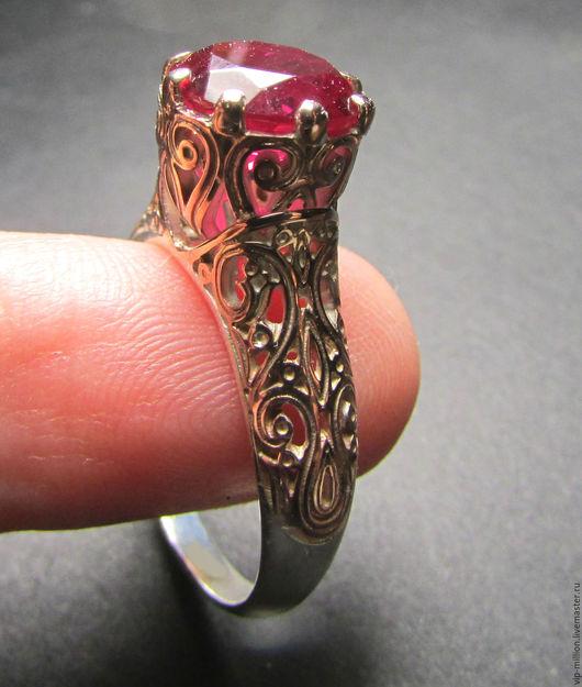 Кольца ручной работы. Ярмарка Мастеров - ручная работа. Купить Серебряное кольцо с позолотой и рубином(лаб). Handmade. Золотой, кольцо с камнем