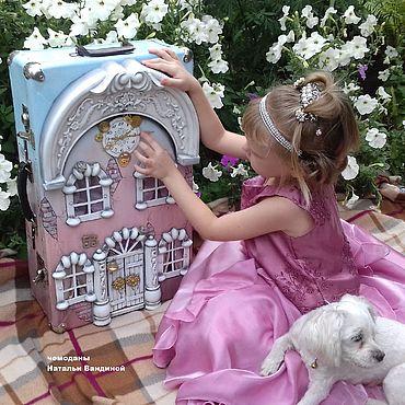Dolls & toys handmade. Livemaster - original item Dollhouse in a suitcase