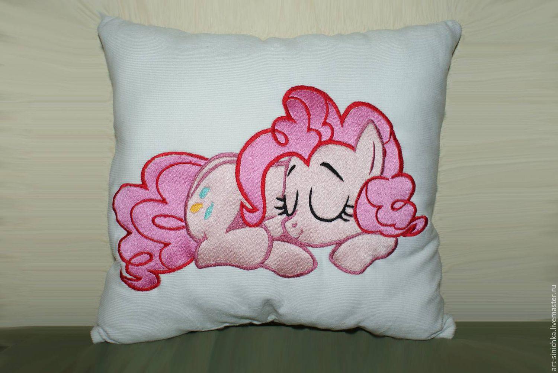 Машинная вышивка на подушке фото