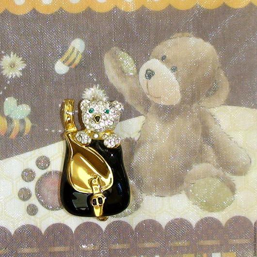 """Винтажные украшения. Ярмарка Мастеров - ручная работа. Купить Брошь """"Мишка в рюкзачке"""" под золото, стразы, эмаль  (США). Handmade."""