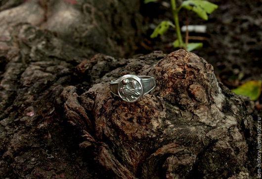 Кольцо из серебра с птичкой