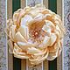 Нарядная брошь-цветок золотистого оттенка из сияющей органзы.