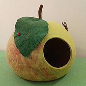 Для домашних животных, handmade. Livemaster - original item Felted cat house for the Green Apple. Handmade.