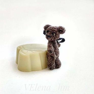 Миниатюрный мишка 3,3 см амигуруми. Вязаная игрушка.