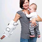 Подушки ручной работы. Ярмарка Мастеров - ручная работа Милк-Подушка для кормления и укачивания малыша на руку Овечки. Handmade.