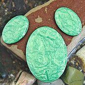 Материалы для творчества handmade. Livemaster - original item A set of three cabochons. Color - Emerald pearl. Shape - oval. Handmade.