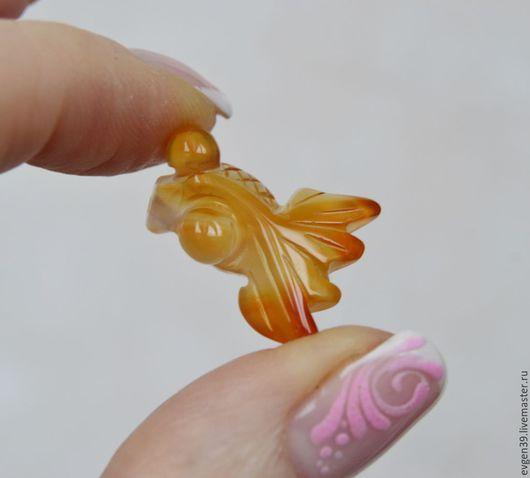 1.Золотая рыбка - кулон.Резная подвеска.Сердолик натуральный. 320 руб.