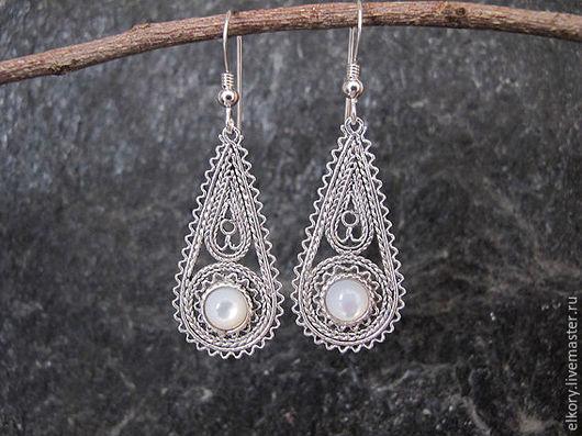 Серебряные серьги. Серьги с перламутром. Серьги филигрань серебро. Ажурные серьги серебро.