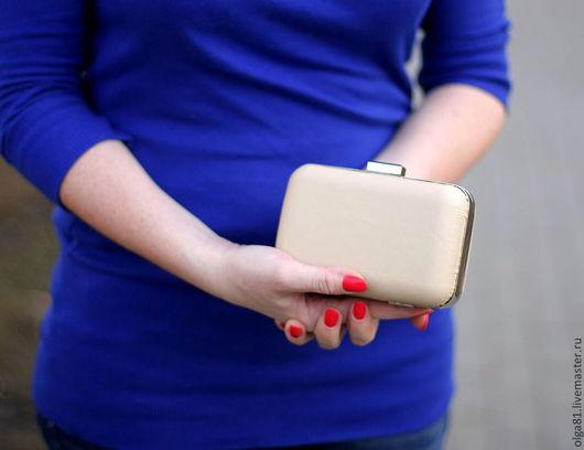 Женские сумки ручной работы. Ярмарка Мастеров - ручная работа. Купить Клатч. Handmade. Бежевый, клатч из натуральной кожи, металл