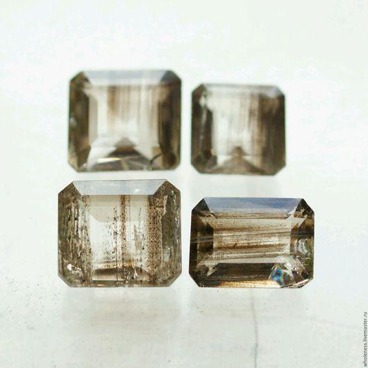 Натуральный скаполит с необыкновенными включениями магнетита