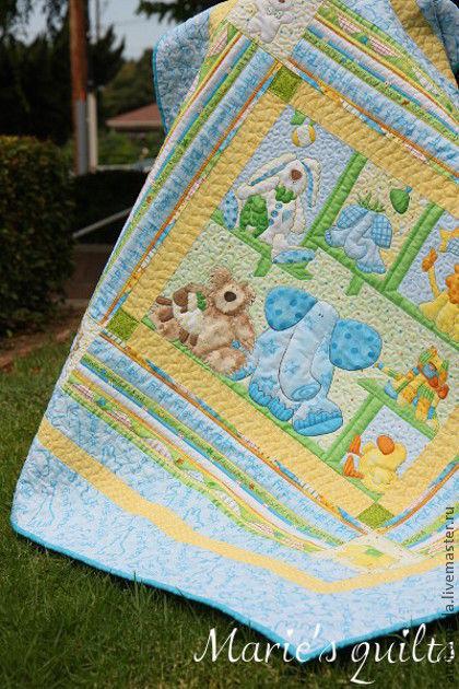 """Детское лоскутное одеяло """"Игрушки"""". Авторский дизайн. Художественная машинная стежка. Кокина Мария. Ярмарка Мастеров. Общий вид работы."""