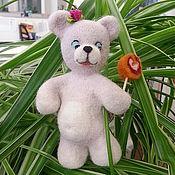 Куклы и игрушки ручной работы. Ярмарка Мастеров - ручная работа Мишка с конфеткой. Handmade.