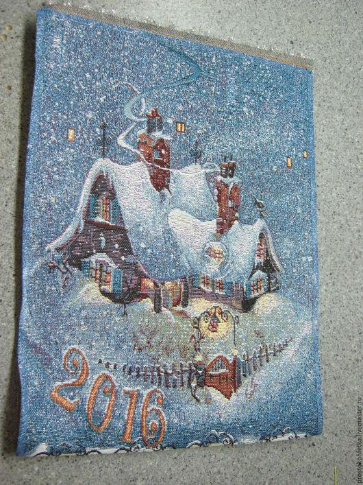 Шикарный гобеленовый календарь на 2016 год. Очень уютный и, при этом, нарядный  зимний рисунок в классическом стиле. В комплекте идут подвеска и шнурок.