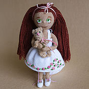 Куклы и игрушки ручной работы. Ярмарка Мастеров - ручная работа Вязанная кукла с мишкой. Handmade.
