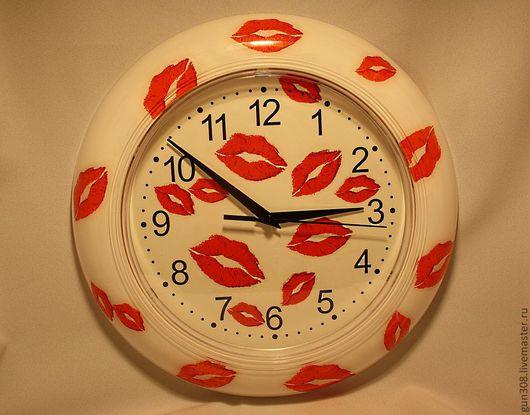 """Часы для дома ручной работы. Ярмарка Мастеров - ручная работа. Купить Часы настенные """"Поцелуйчики"""". Handmade. Белый, поцелуй, подарок"""