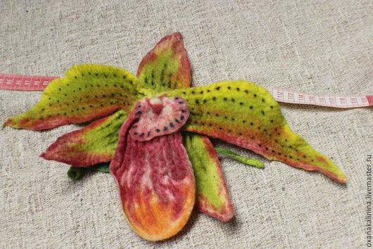 """Броши ручной работы. Ярмарка Мастеров - ручная работа. Купить Войлочная брошь """"Орхидея"""". Handmade. Брошь, орхидея, яркая брошь"""