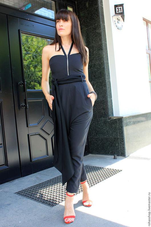 R00083 Уникальная диз Уникальная дизайнерская одежда. Комбинезон на молниях из поливискозы с карманами, с длинным поясом. Одежда для вечеринки. Красивый комбинезон, свободный и экстравагантный стиль