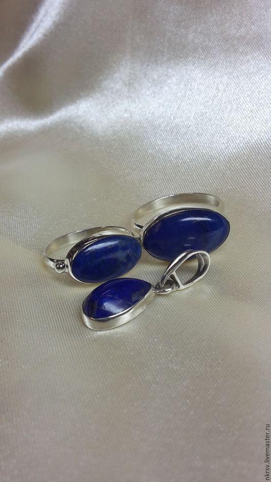 Кулон и два кольца ручной работы из натурального лазурита в серебре.