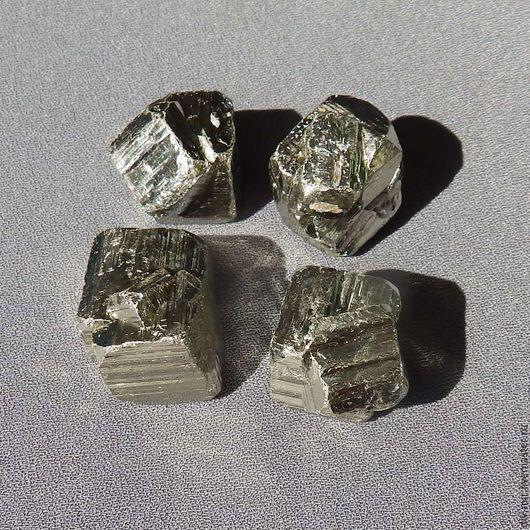 Минералы, друза ручной работы. Ярмарка Мастеров - ручная работа. Купить Пирит - сросшиеся кристаллы 1,7х1,7 см. Handmade.