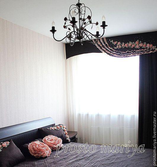 Общий вид комнаты с тестильным оформлением.