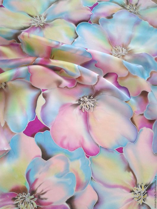Платочек батик  `Восторг`, 70-70 см., шелк атлас. Авторский батик Марины Маховской. Платки и шарфики ручной работы.