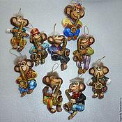 Подарки к праздникам ручной работы. Ярмарка Мастеров - ручная работа Забавные мартышки. Елочная игрушка из папье-маше. Handmade.