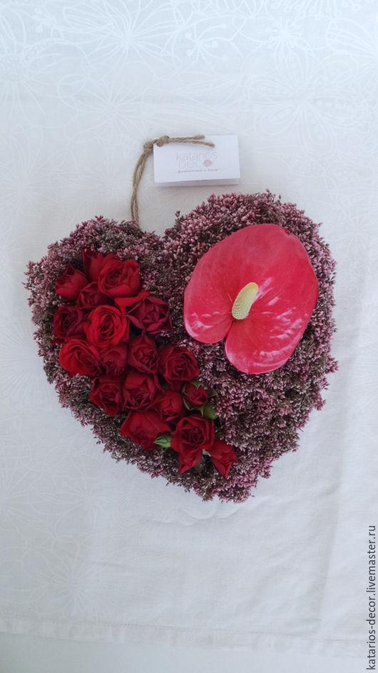 Сердце с розами мирабель, озомантусом розовым и  антуриумом. Цена без упаковки - 4200, с упаковкой - 5200