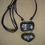 """Украшения ручной работы. Ярмарка Мастеров - ручная работа Дуаль""""Подвеска из чёрной кожи с моховым опалом. Handmade."""
