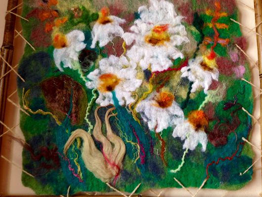 Картины цветов ручной работы. Ярмарка Мастеров - ручная работа. Купить Валяная картина Ромашки 2 маленькая. Handmade. белый