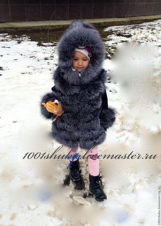 Детская кожаная куртка для девочки, с мехом чернобурки блю фрост, шьется индивидуально под заказ, длина изделия на фото 50 см, по вашему желанию возможна другая длина.Капюшон меховой, меховые манжеты,