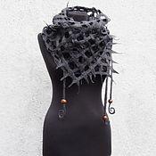 """Аксессуары ручной работы. Ярмарка Мастеров - ручная работа """"Серый"""", сетчатый шарфик шерстяной из тонкорунного мериноса,с бусинами. Handmade."""
