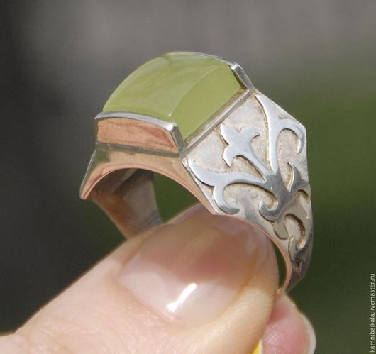 Кольца ручной работы. Ярмарка Мастеров - ручная работа. Купить Перстень с гроссуляром (С17). Handmade. Салатовый, кольцо мужское, гроссуляр