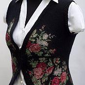 Одежда ручной работы. Ярмарка Мастеров - ручная работа Жилет валяный черный с цветочным принтом. Handmade.