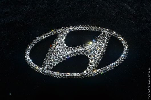 """Автомобильные ручной работы. Ярмарка Мастеров - ручная работа. Купить Эмблема """"Hyundai"""" с кристаллами Swarovski (задняя). Handmade. Серебряный, стразы"""
