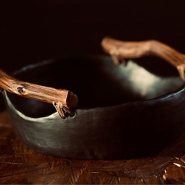Посуда ручной работы. Ярмарка Мастеров - ручная работа Керамическое блюдо с дубовыми ручками. Handmade.