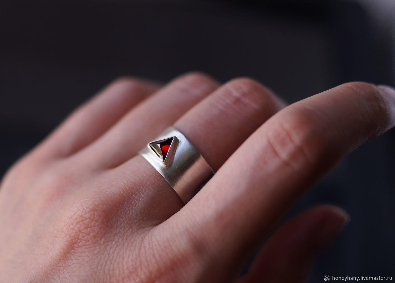 Широкое серебряное кольцо с треугольным гранатом пирамидкой, Кольца, Москва,  Фото №1