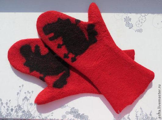 """Варежки, митенки, перчатки ручной работы. Ярмарка Мастеров - ручная работа. Купить Валяные варежки """"Красная варежка и волк"""", войлок. Handmade."""