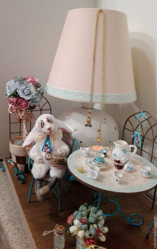 """Кукольный дом ручной работы. Ярмарка Мастеров - ручная работа. Купить Кукольный домик- светильник """"В ожидании Алисы"""". Handmade."""