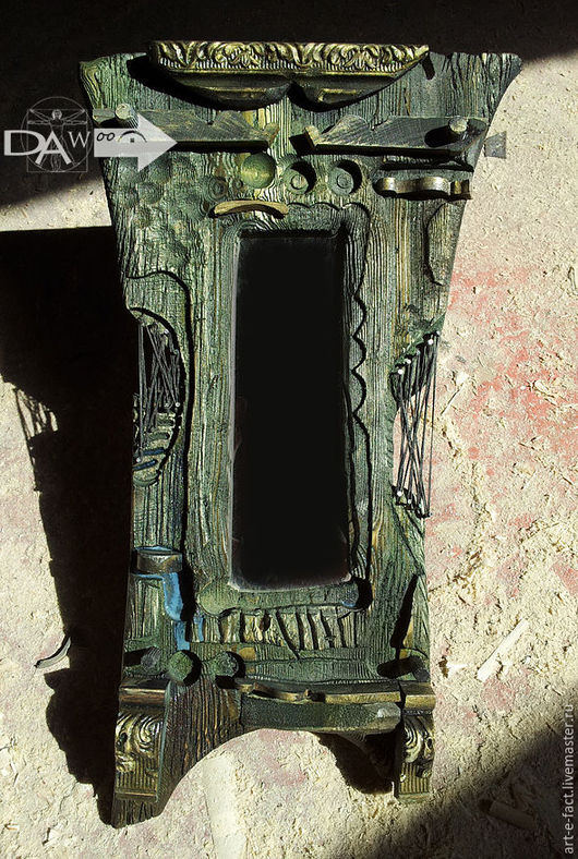 Авторское маленькое декоративное этно арт зеркало в состаренной раме из дерева. Настенное старинное зеркало может выполнять и функцию  экзотического декора, винтажной старинной вещицы в этно стиле